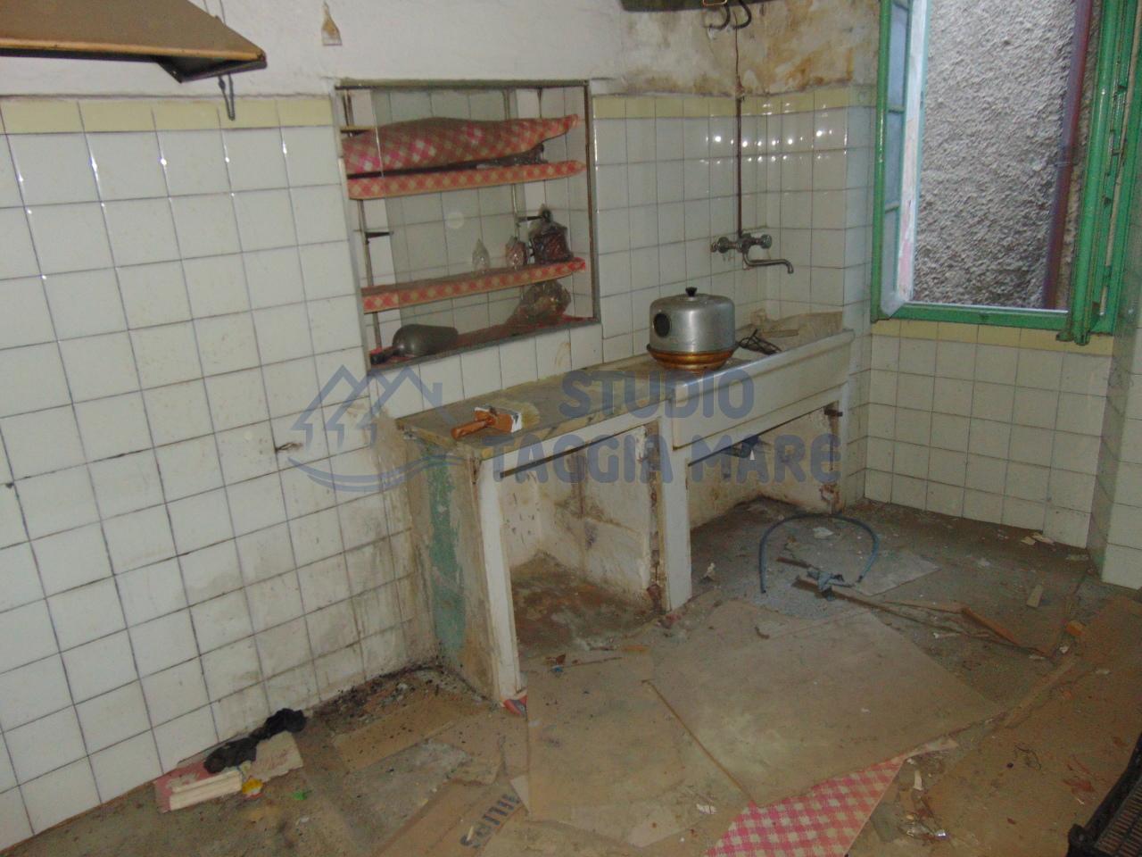 Appartamento in vendita a Badalucco, 2 locali, prezzo € 25.000 | Cambio Casa.it