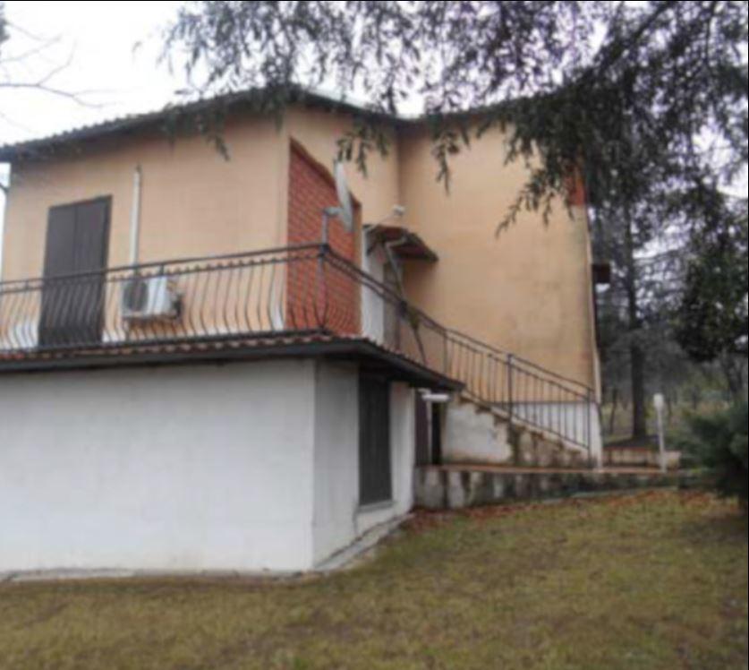 Foto 1 di Villa Via del Castello 1, Montecastello