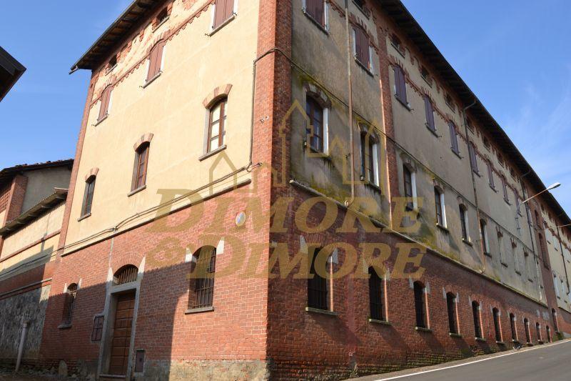 Rustico / Casale in vendita a Suno, 5 locali, Trattative riservate | CambioCasa.it