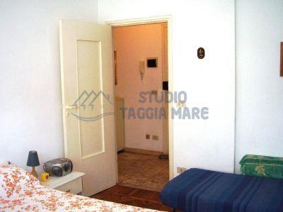 Bilocale Taggia Via  Aurelia Ponente 5
