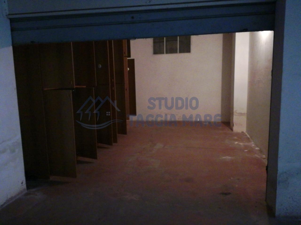 Box / Garage in affitto a Taggia, 1 locali, prezzo € 110 | CambioCasa.it