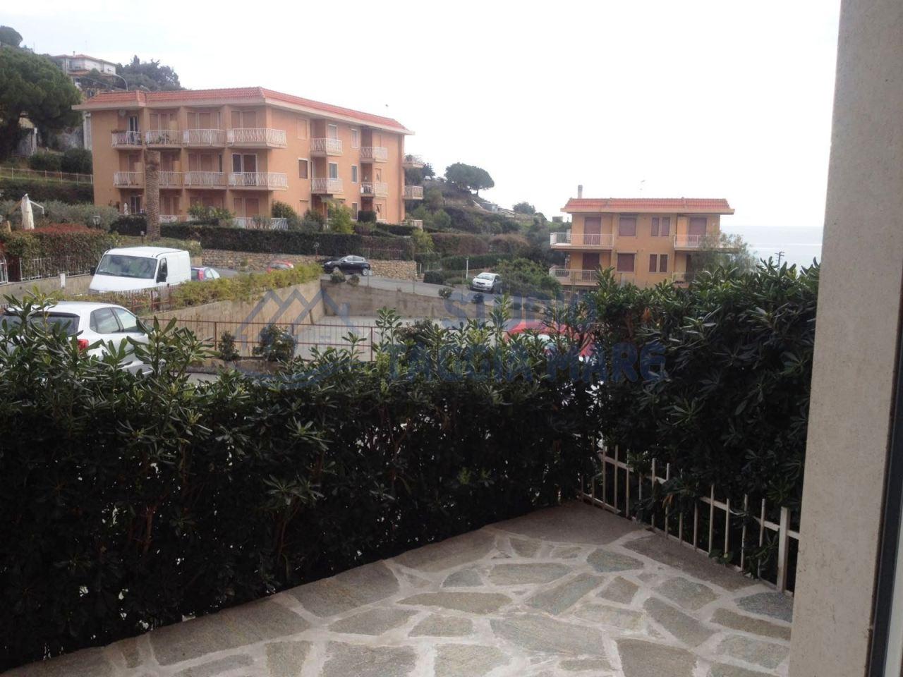 Appartamento in vendita a Santo Stefano al Mare, 3 locali, prezzo € 299.000 | Cambio Casa.it