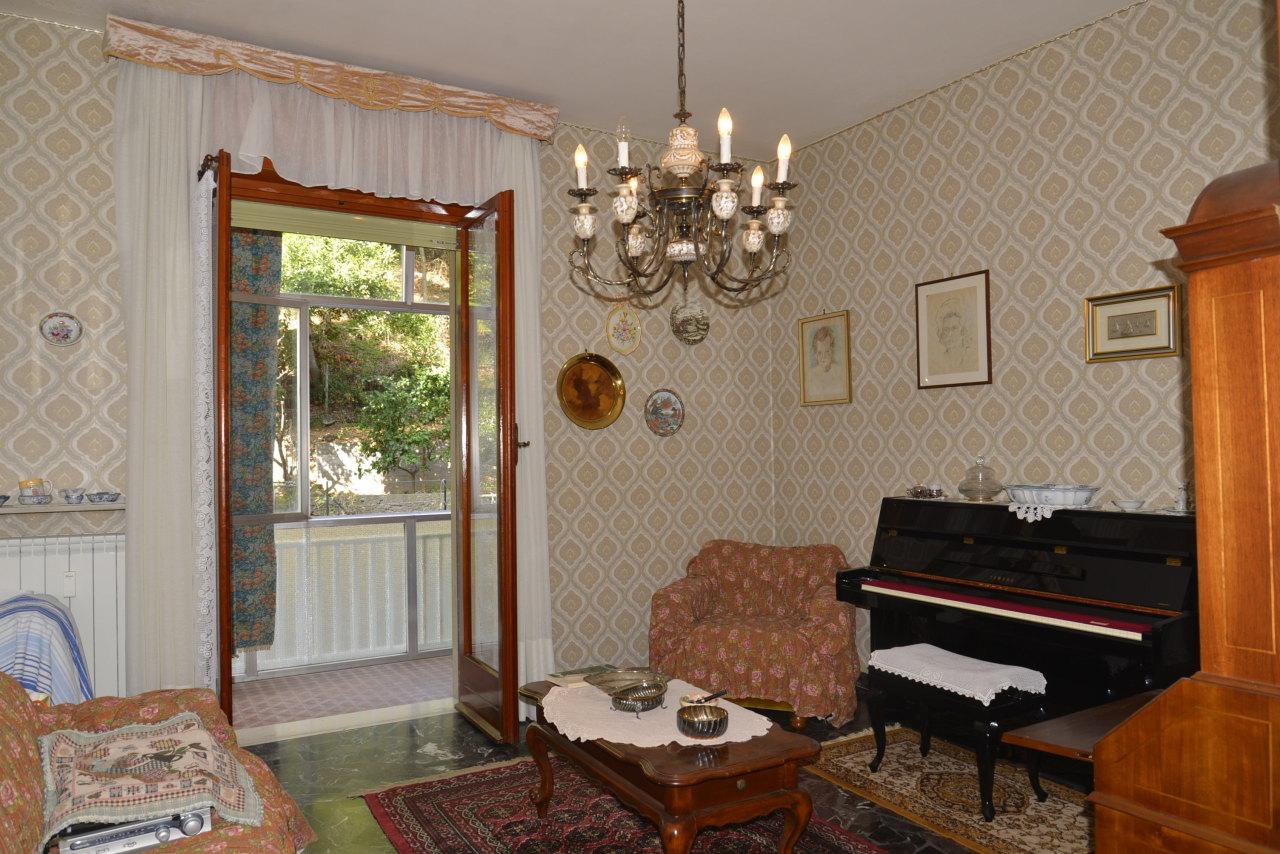 Appartamento in vendita a Savona, 4 locali, prezzo € 215.000 | CambioCasa.it