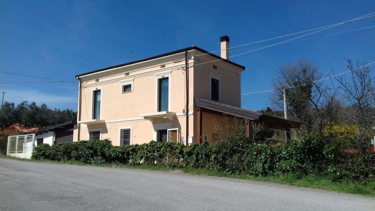 Casa indipendente 5 locali in vendita a Lanciano (CH)