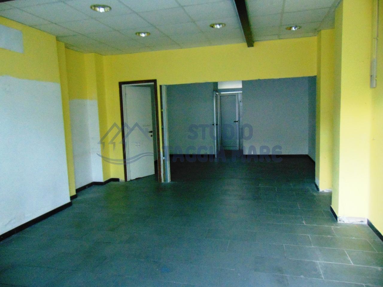 Negozio / Locale in affitto a Taggia, 1 locali, prezzo € 800 | CambioCasa.it