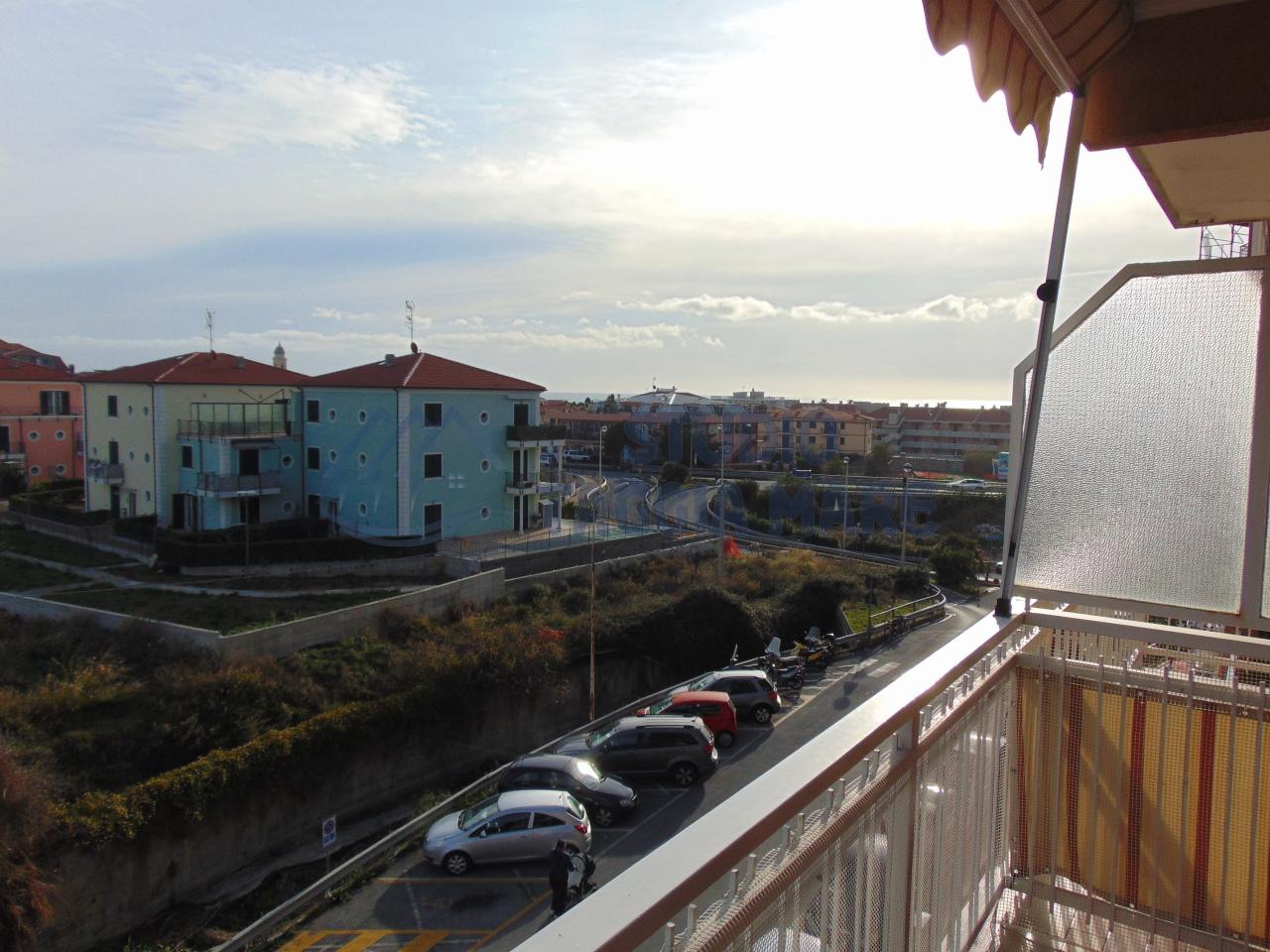 Appartamento in vendita a Riva Ligure, 5 locali, prezzo € 299.000 | CambioCasa.it