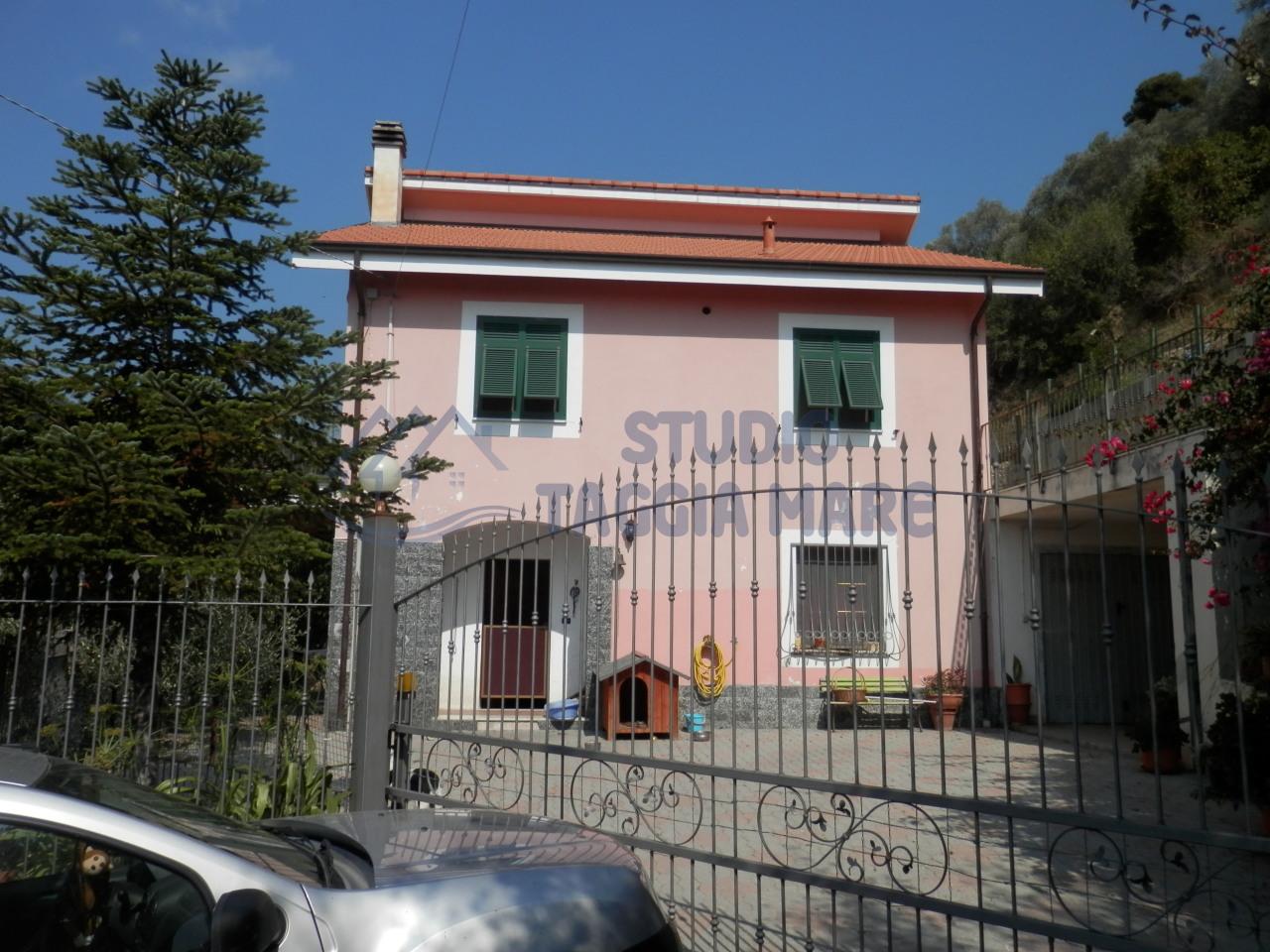 Soluzione Indipendente in vendita a Taggia, 7 locali, prezzo € 360.000 | Cambio Casa.it