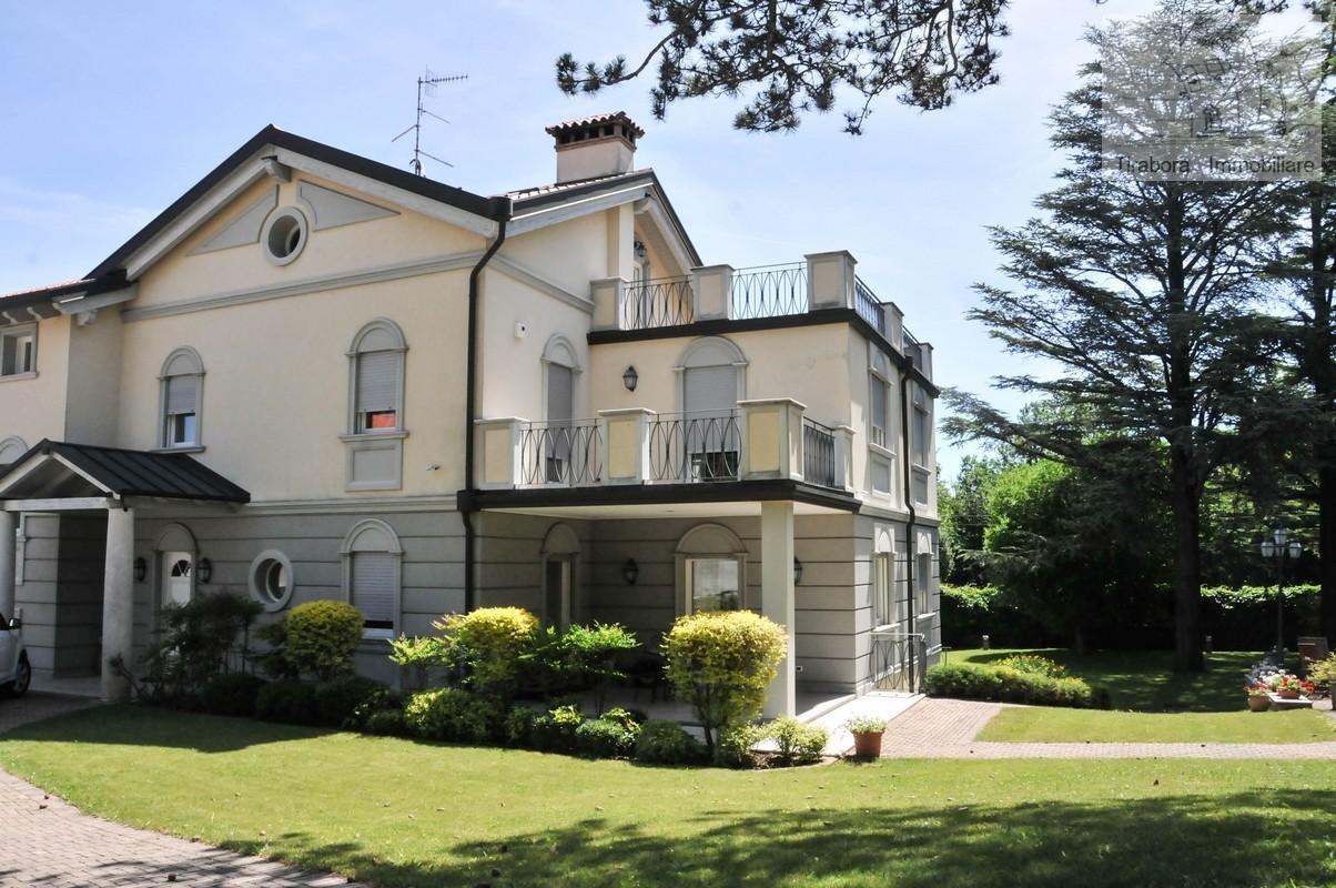 Villa in vendita a Trieste, 10 locali, Trattative riservate   CambioCasa.it