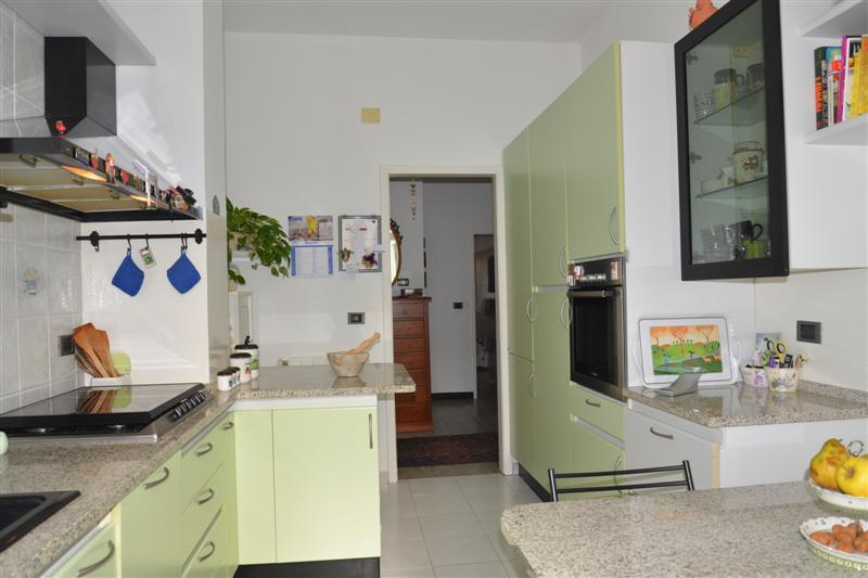 Appartamento in vendita a Savona, 4 locali, prezzo € 155.000 | CambioCasa.it