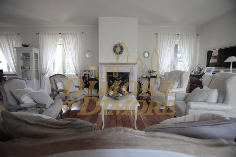 Villa in Vendita a Travedona-Monate