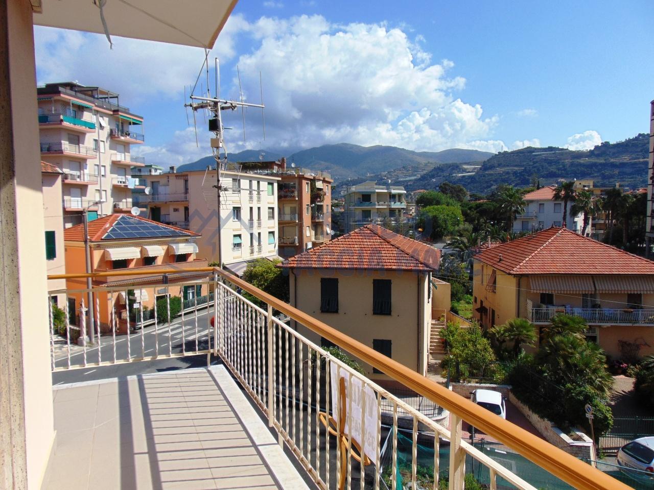 Appartamento in vendita a Taggia, 4 locali, prezzo € 250.000 | Cambio Casa.it