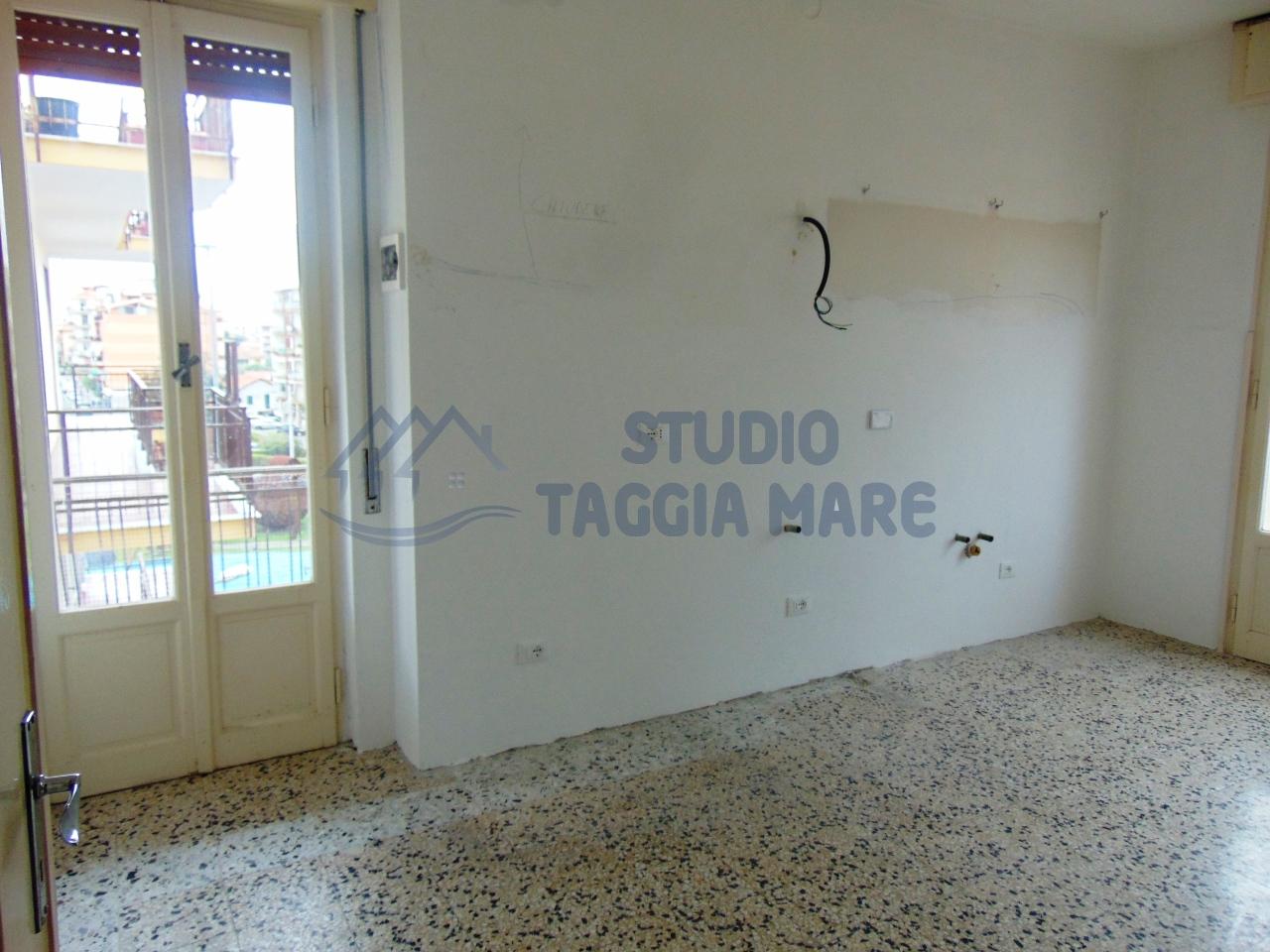 Appartamento in affitto a Taggia, 4 locali, prezzo € 630 | CambioCasa.it