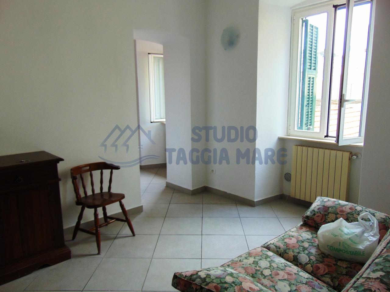 Appartamento in vendita a SanRemo, 4 locali, prezzo € 145.000 | CambioCasa.it