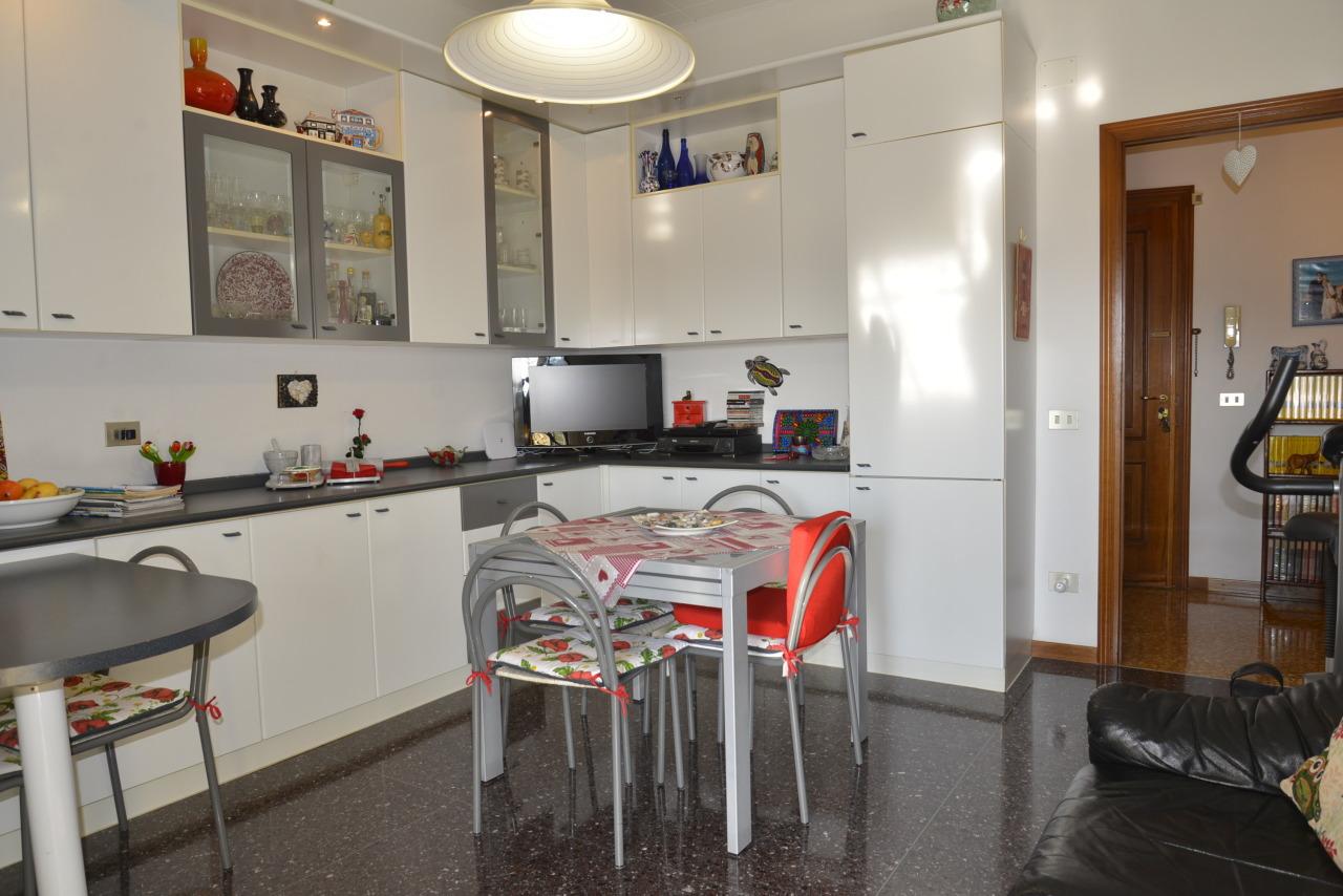 Appartamento in vendita a Savona, 4 locali, prezzo € 135.000 | CambioCasa.it