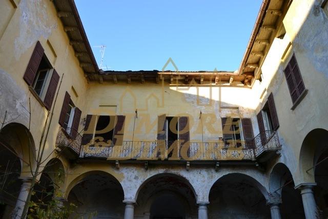 Villa in vendita a Miasino, 5 locali, Trattative riservate | CambioCasa.it
