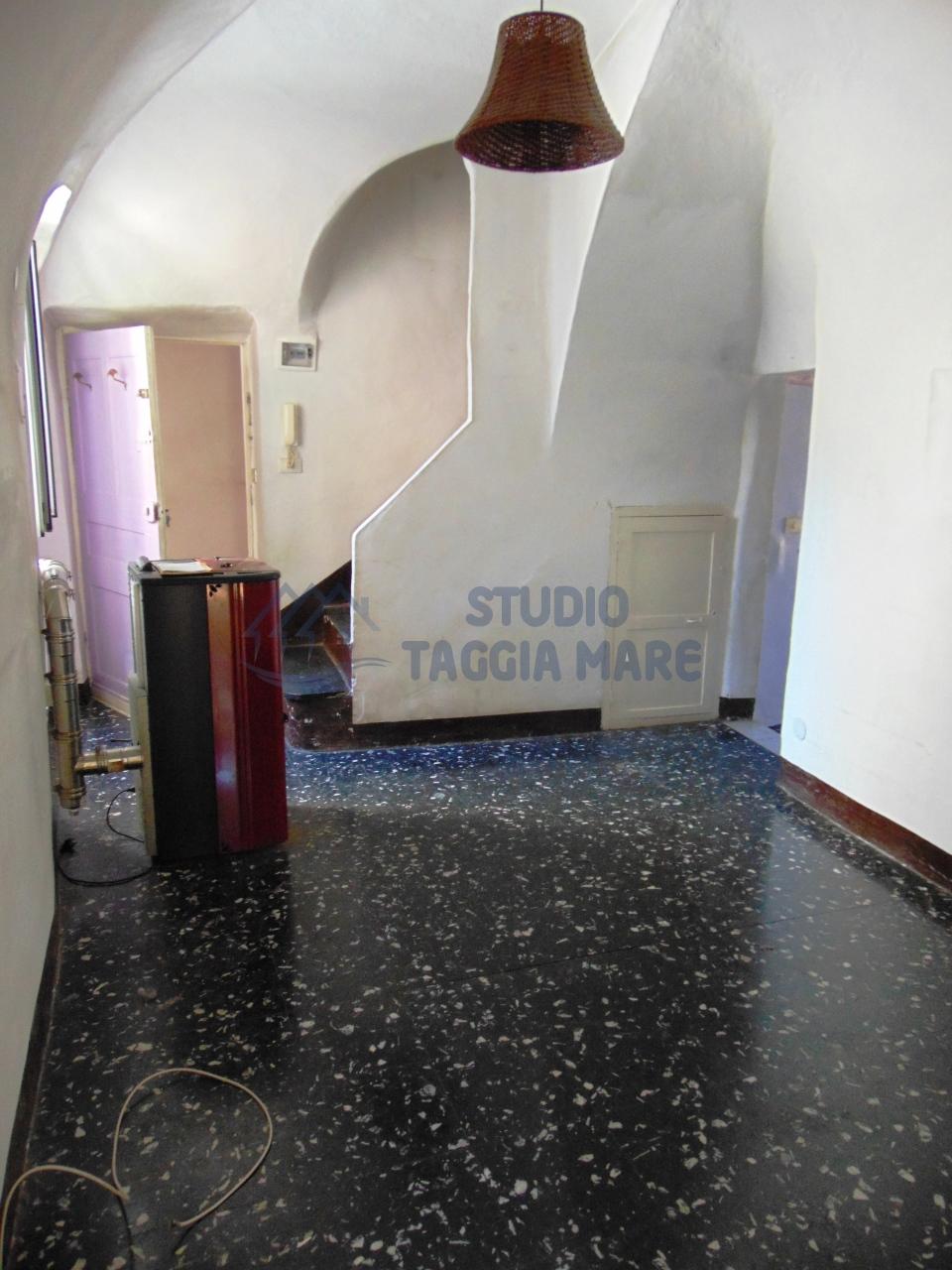 Appartamento in affitto a Pompeiana, 5 locali, prezzo € 400 | CambioCasa.it