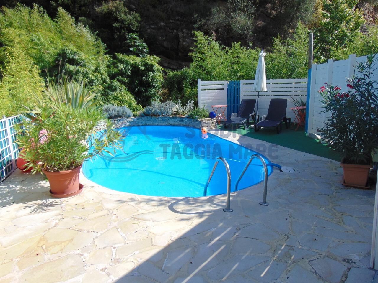 Soluzione Indipendente in vendita a Taggia, 5 locali, prezzo € 310.000 | Cambio Casa.it