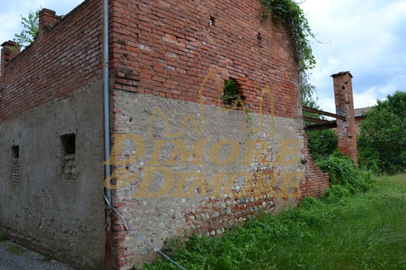 Rustico / Casale in vendita a Suno, 5 locali, prezzo € 95.000 | CambioCasa.it