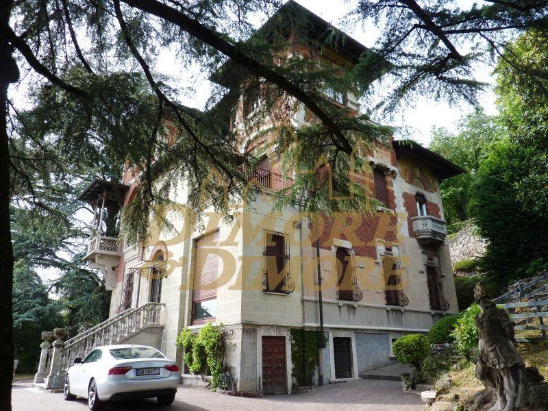 Villa in vendita a Gavirate, 5 locali, Trattative riservate | CambioCasa.it