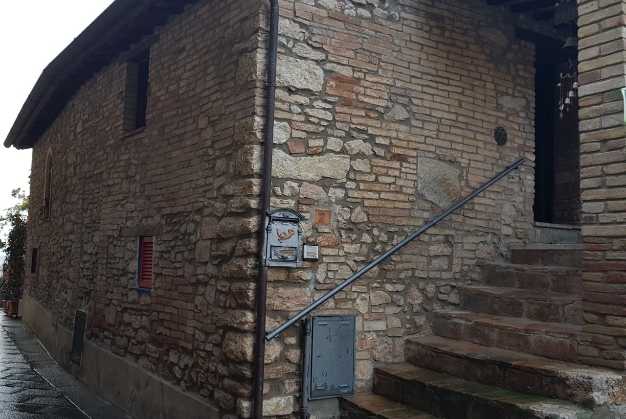 Casa indipendente trilocale in vendita a Corciano (PG)