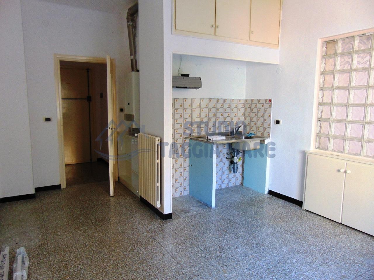 Appartamento in affitto a Taggia, 2 locali, prezzo € 430 | Cambio Casa.it