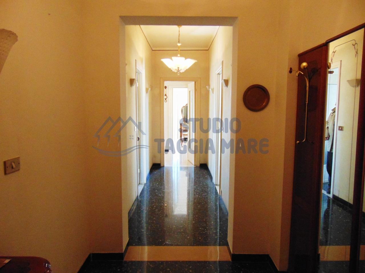 Appartamento in affitto a Taggia, 5 locali, prezzo € 750 | Cambio Casa.it