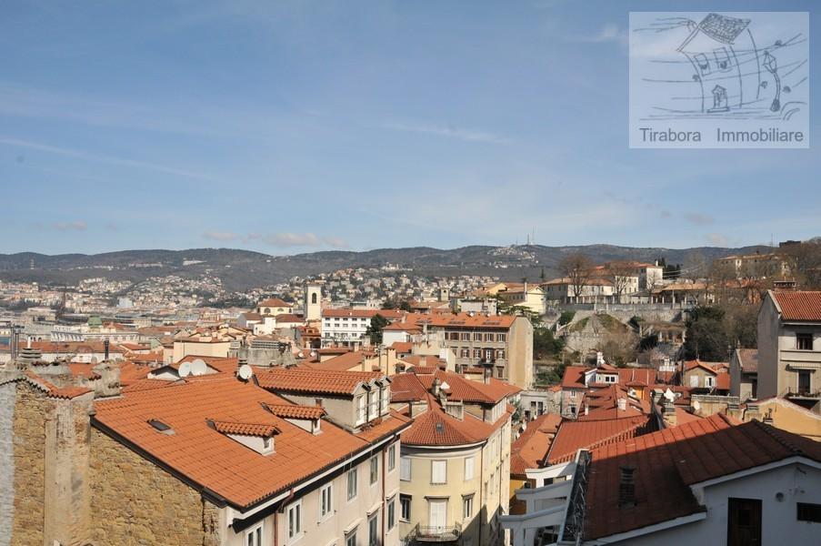 Bilocale Trieste Via Cereria 10 3