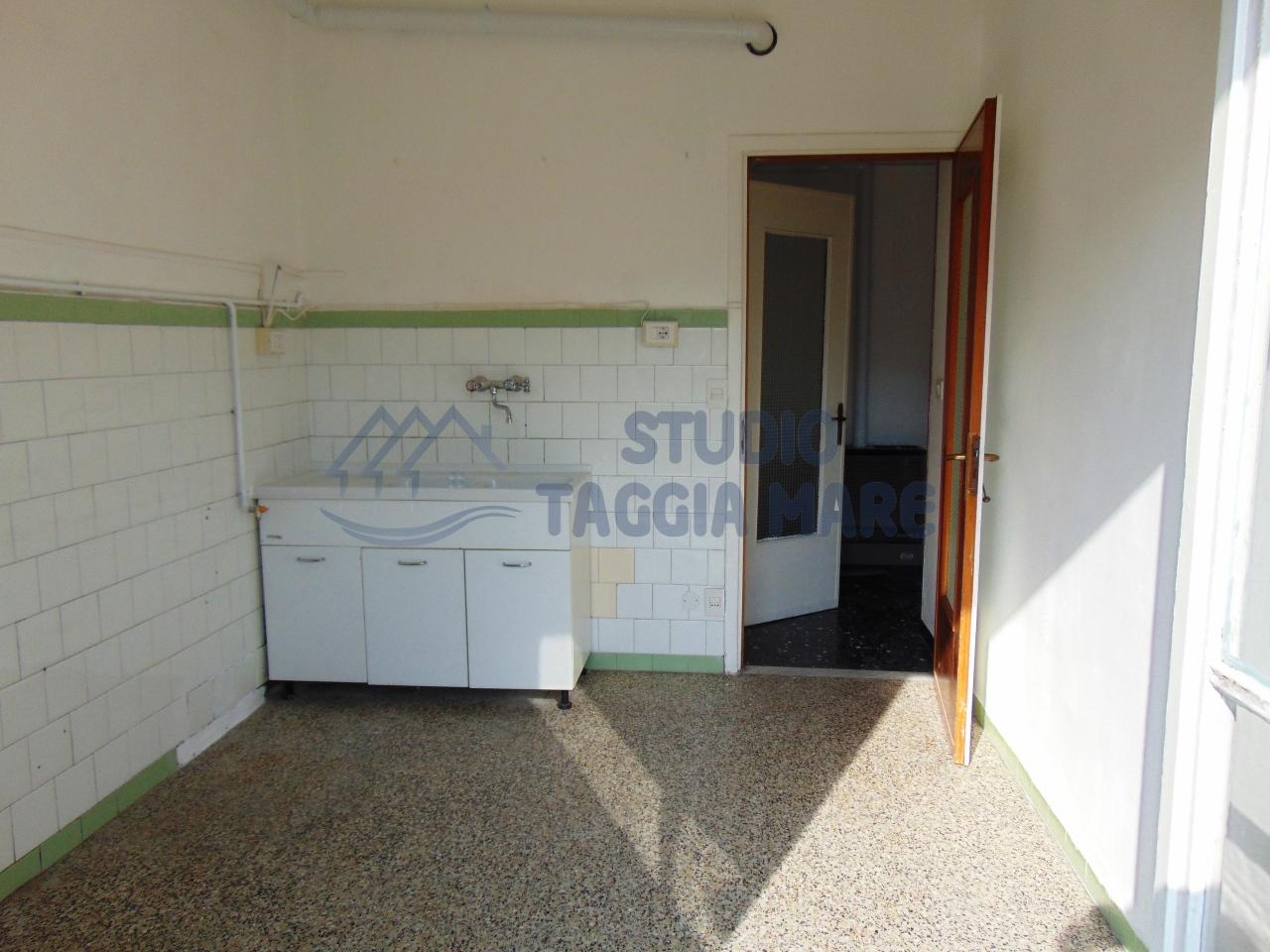 Appartamento in affitto a Taggia, 2 locali, prezzo € 400 | Cambio Casa.it
