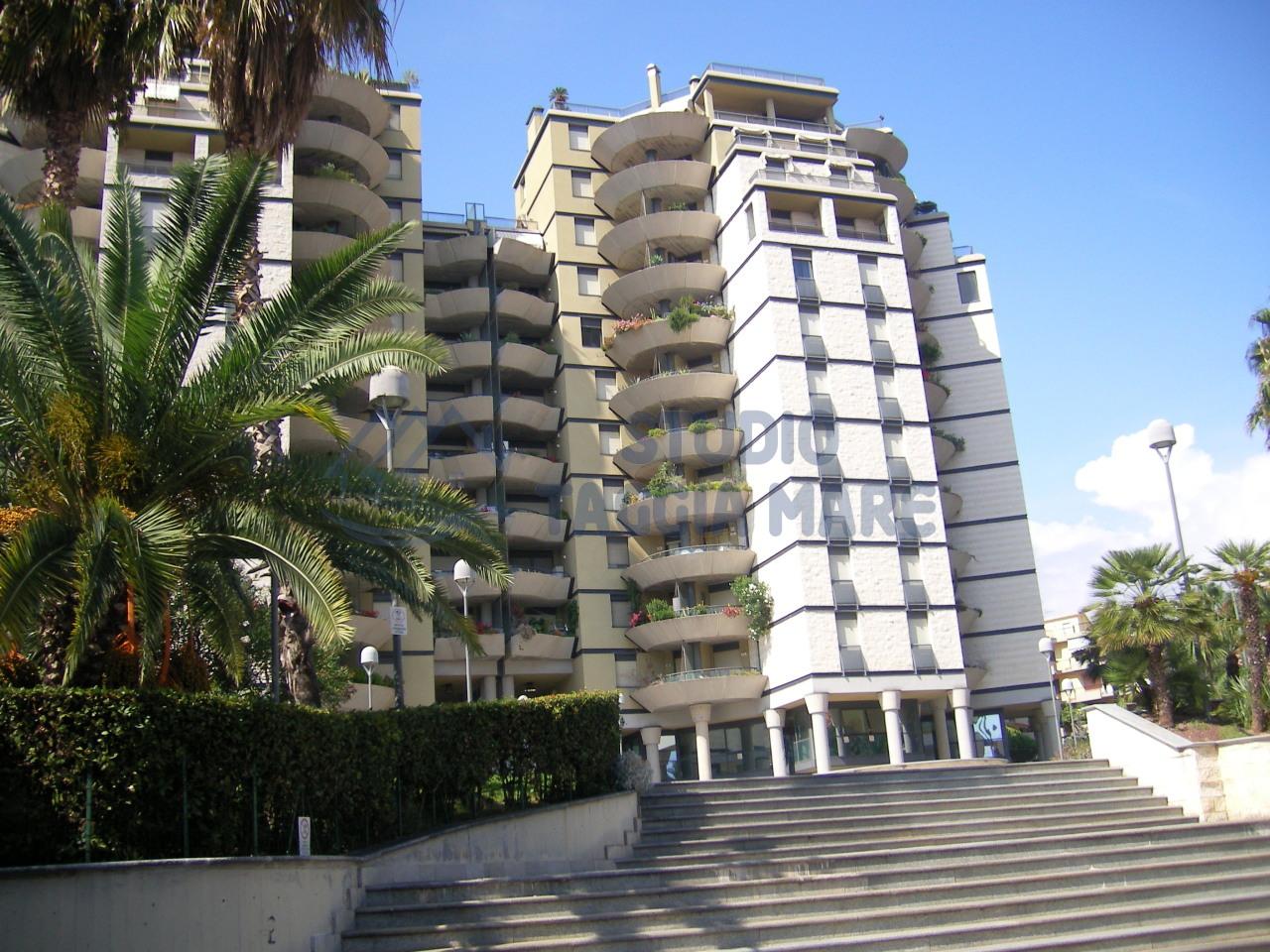 Bilocale Taggia Via Cristoforo Colombo 1