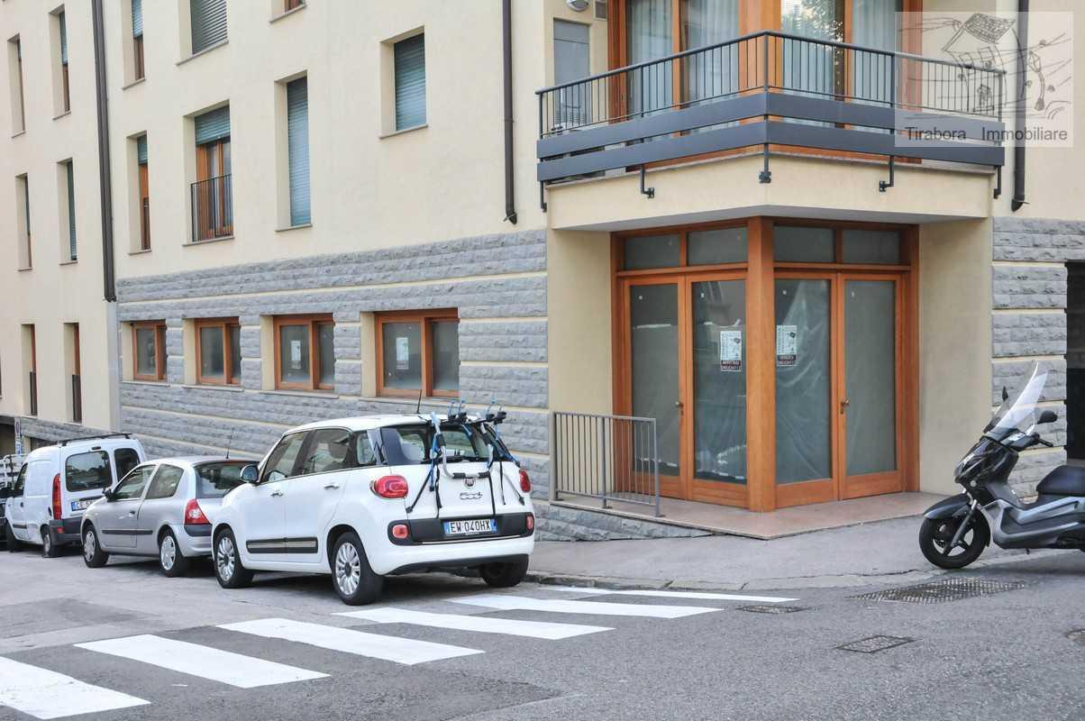 Negozio / Locale in affitto a Trieste, 3 locali, prezzo € 950 | CambioCasa.it