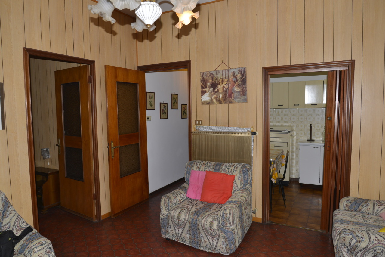 Appartamento in vendita a Vado Ligure, 3 locali, prezzo € 68.000   CambioCasa.it