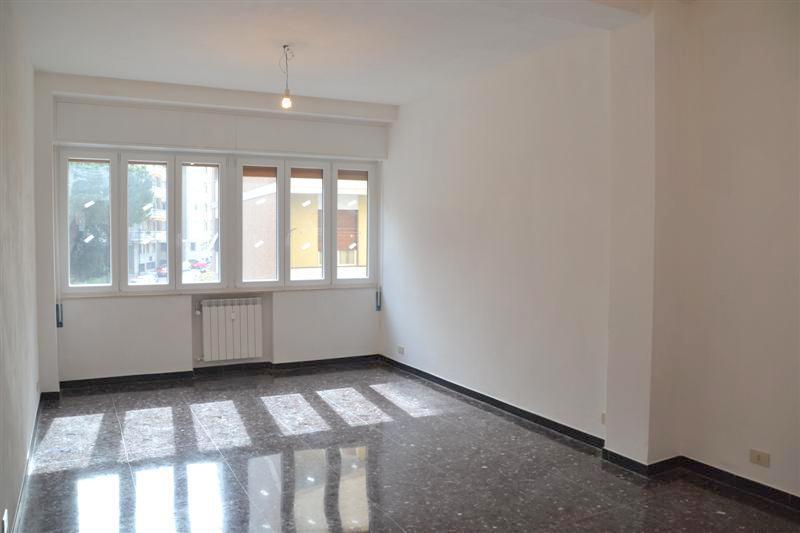 Appartamento in vendita a Savona, 4 locali, prezzo € 230.000 | Cambio Casa.it