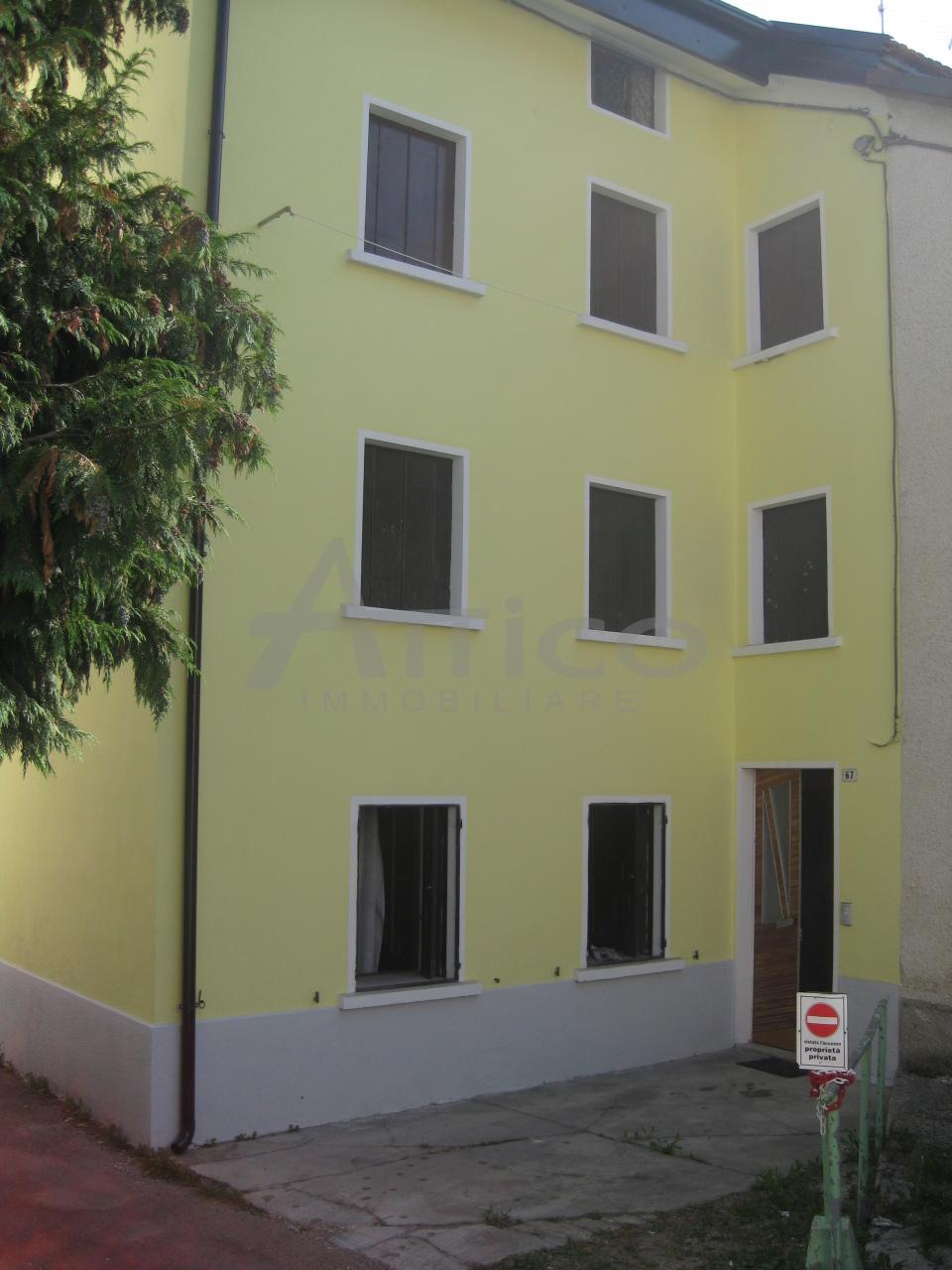 Foto - Garage In Vendita Tonezza Del Cimone (vi)