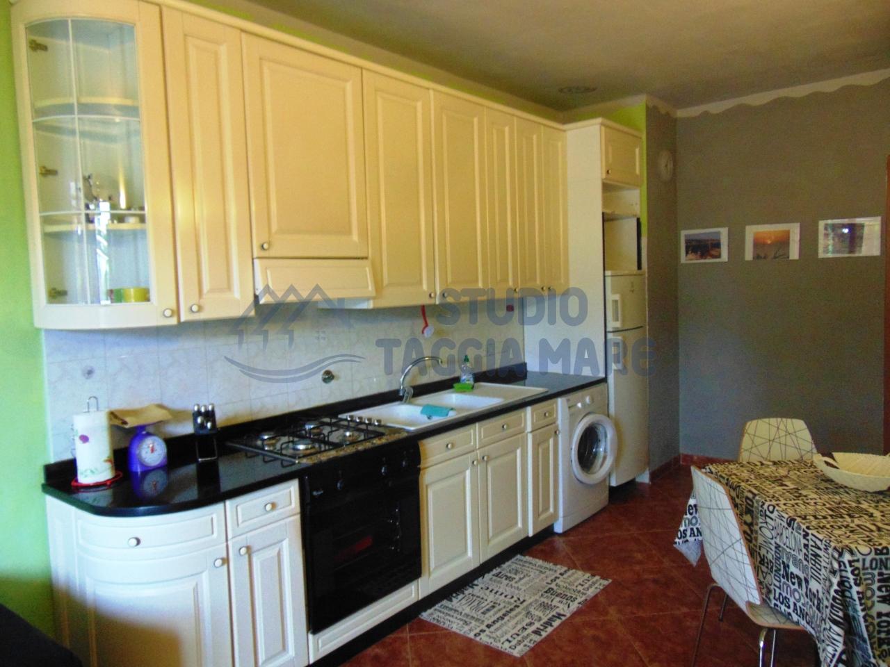 Appartamento in affitto a Taggia, 3 locali, prezzo € 500 | CambioCasa.it