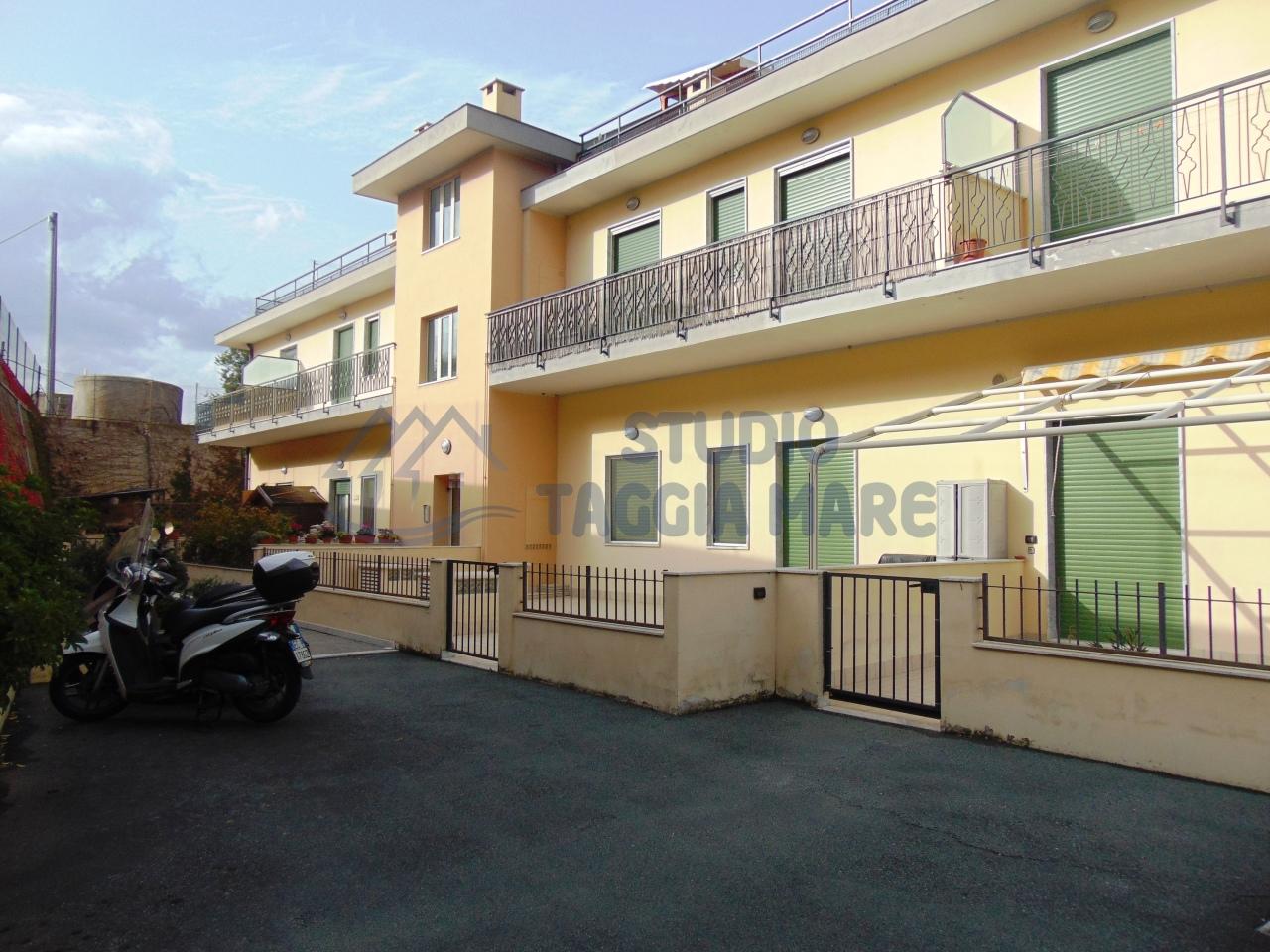 Appartamento in vendita a Santo Stefano al Mare, 3 locali, prezzo € 225.000 | Cambio Casa.it