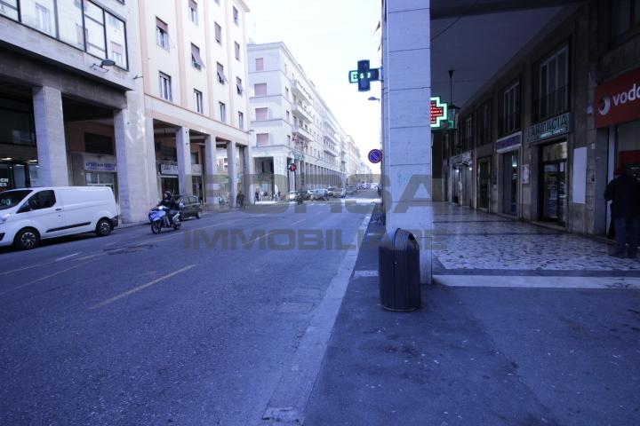 Attività commerciale in affitto a Livorno