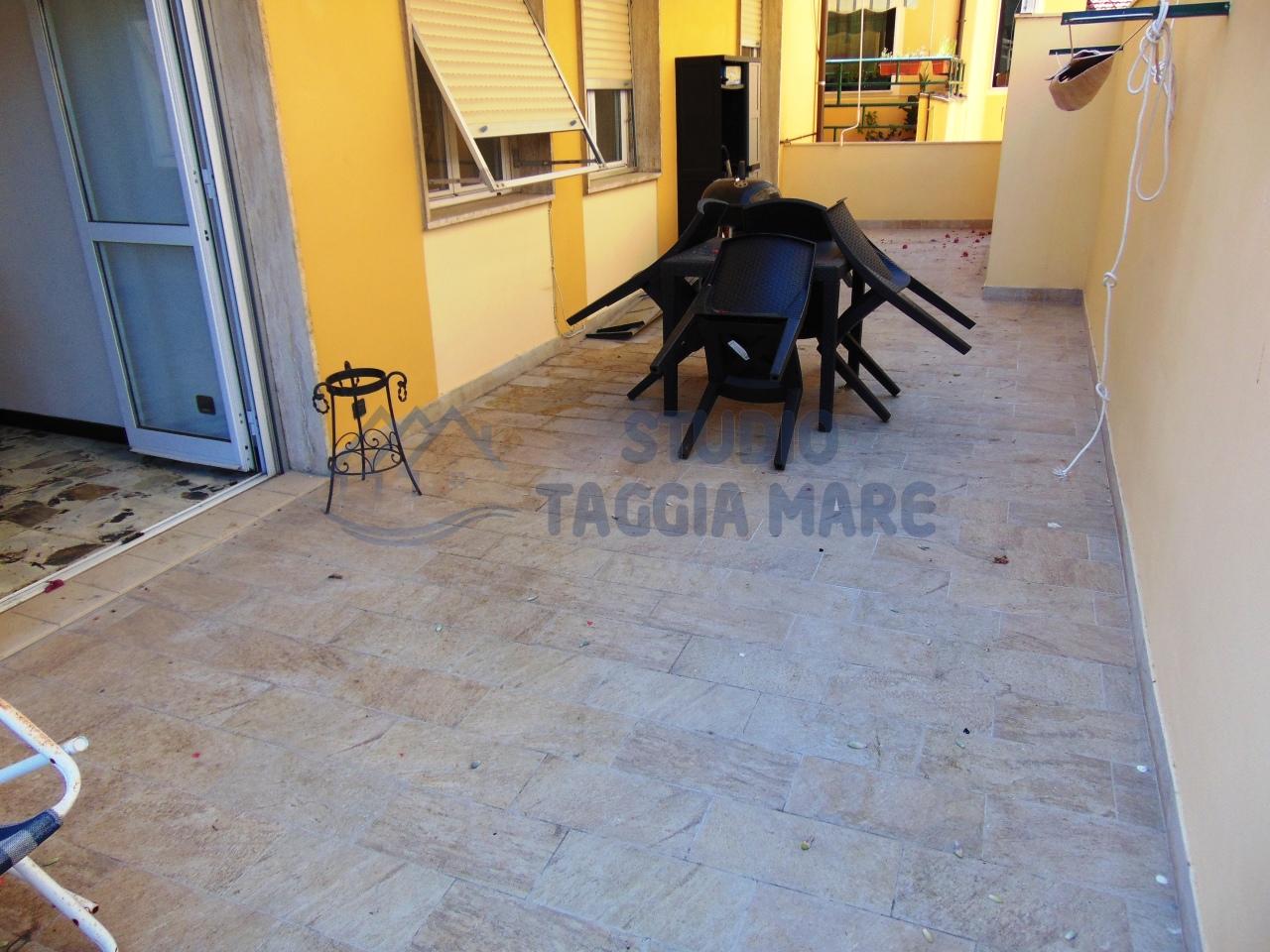 Appartamento in affitto a Taggia, 4 locali, prezzo € 600 | CambioCasa.it
