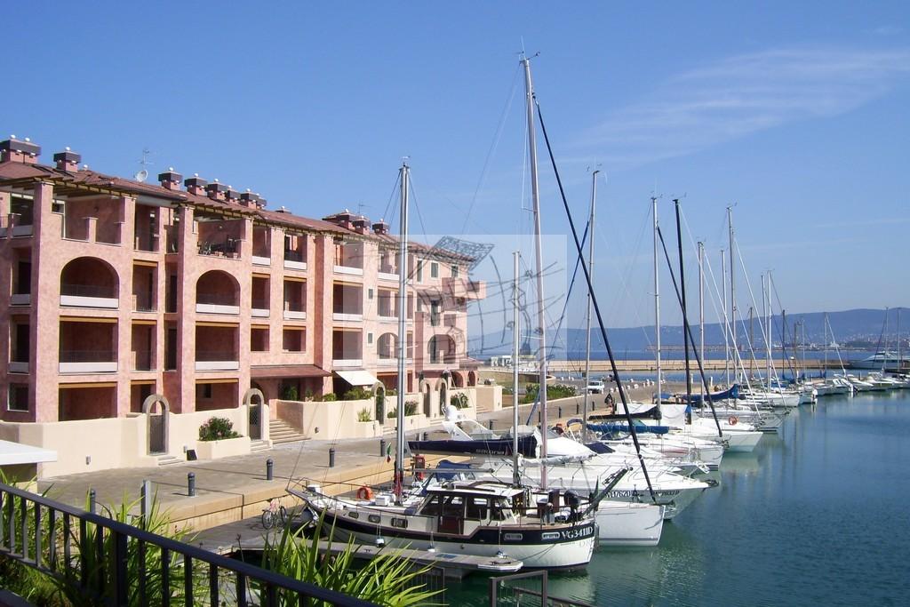 Appartamento in vendita a Muggia, 4 locali, prezzo € 280.000 | CambioCasa.it