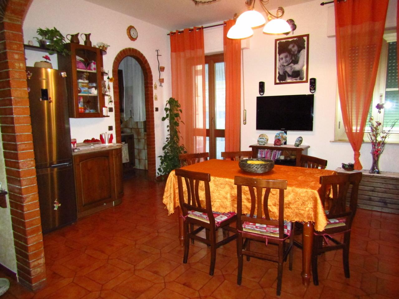 Appartamento in vendita a Livorno, 6 locali, prezzo € 135.000 | CambioCasa.it