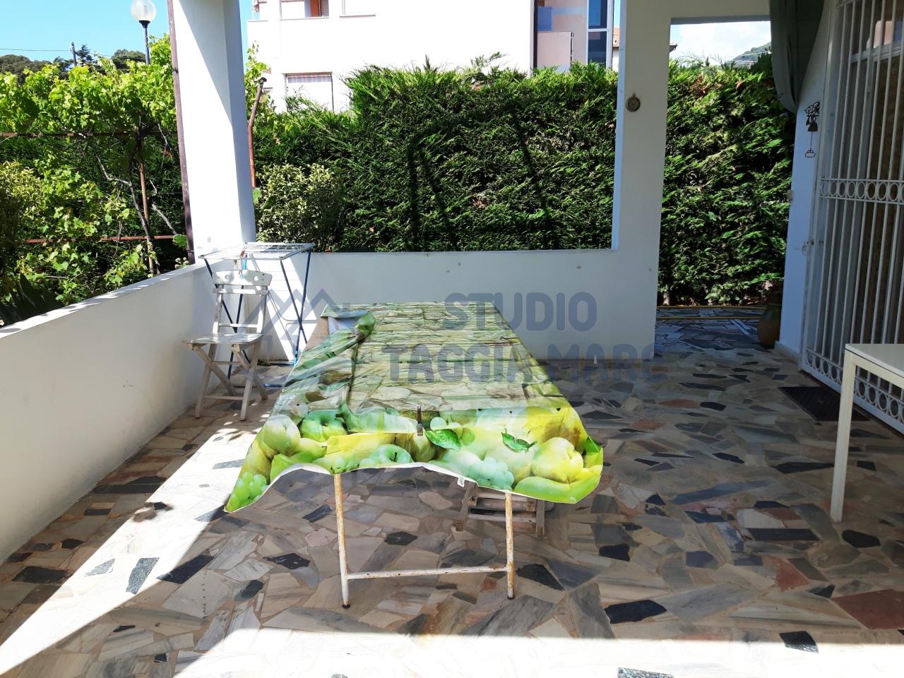 Soluzione Semindipendente in vendita a Taggia, 6 locali, prezzo € 380.000 | Cambio Casa.it
