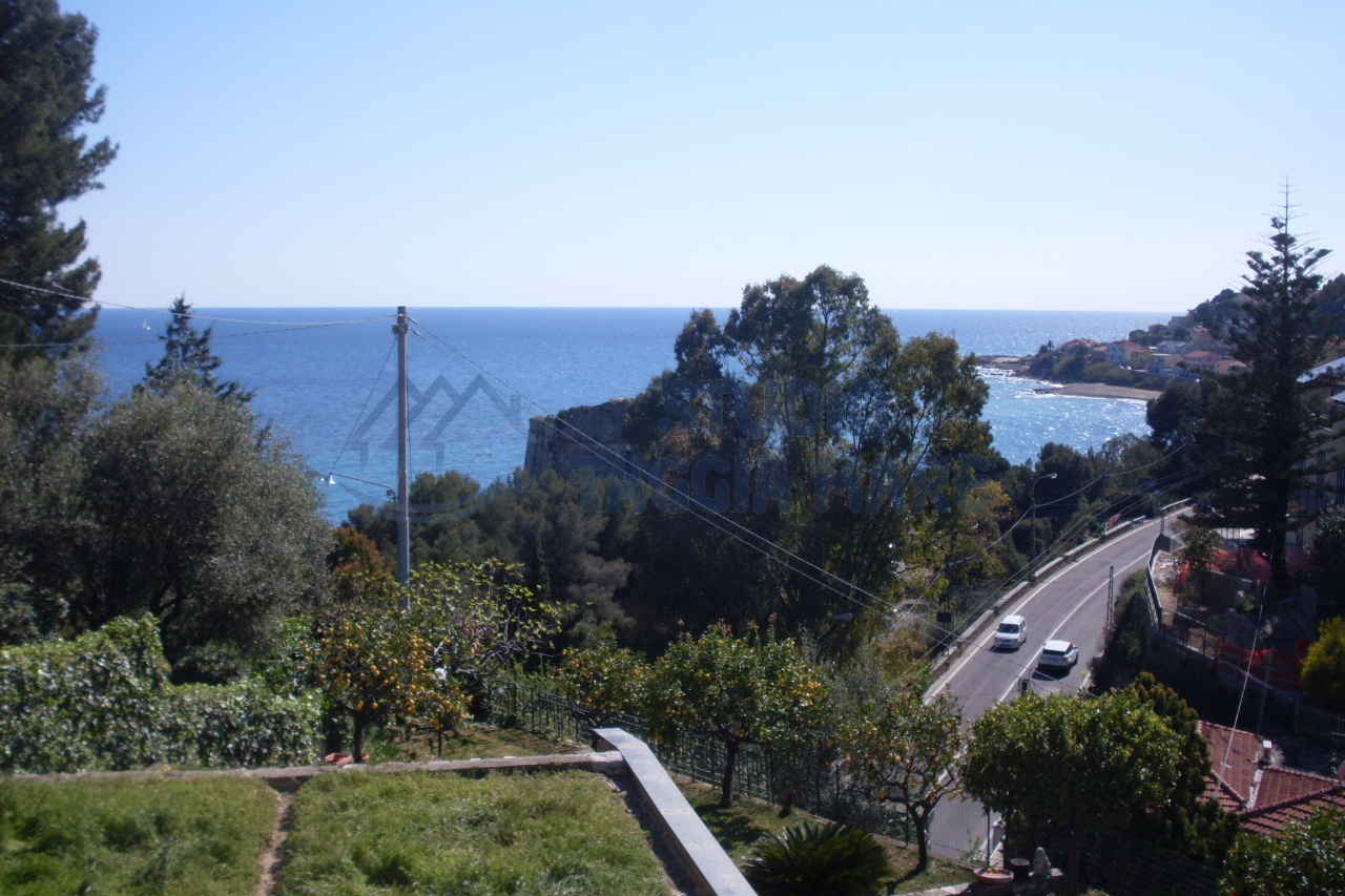 Appartamento in vendita a Taggia, 5 locali, prezzo € 218.000 | CambioCasa.it