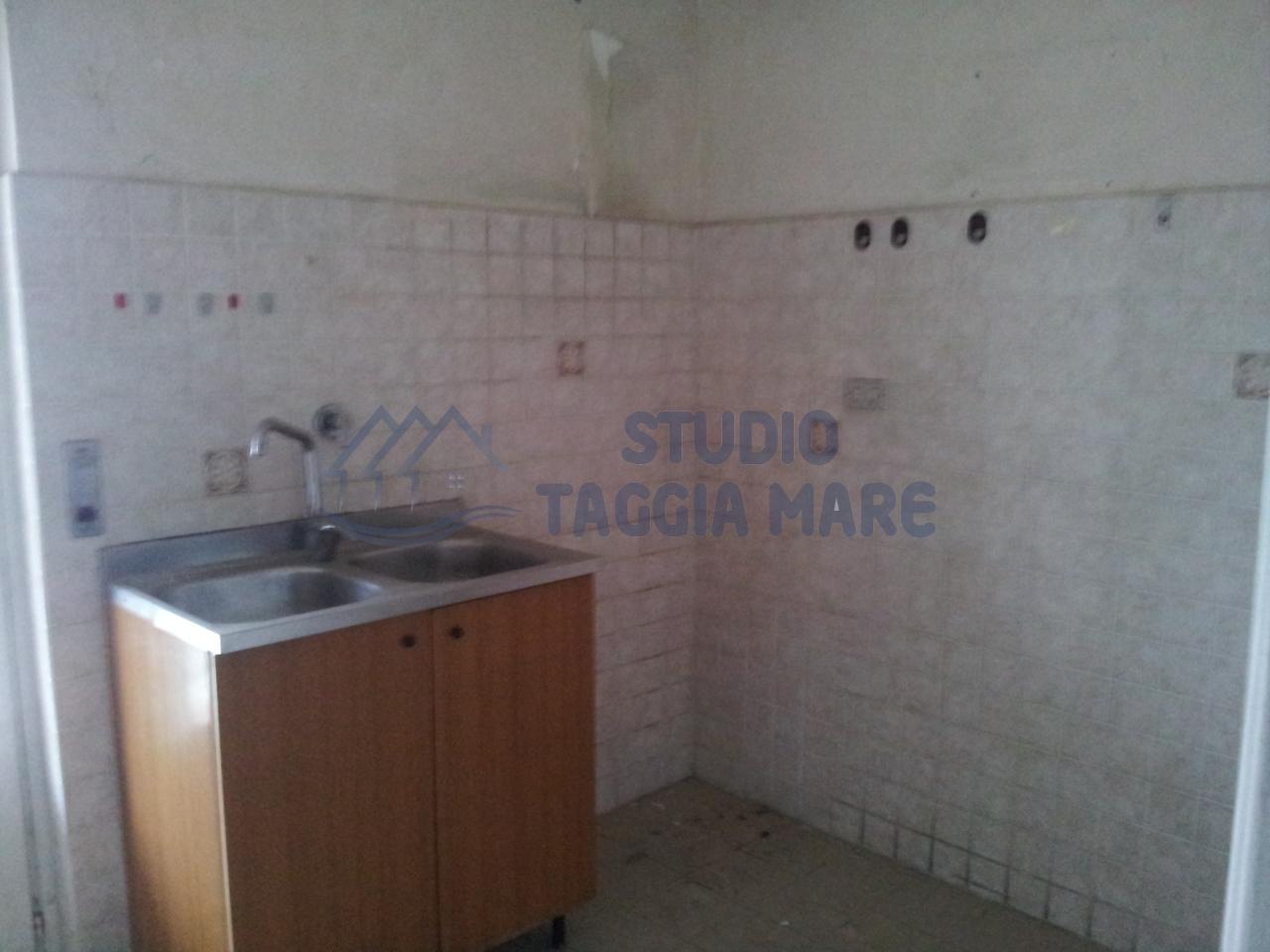 Appartamento in vendita a Taggia, 3 locali, prezzo € 154.000 | Cambio Casa.it