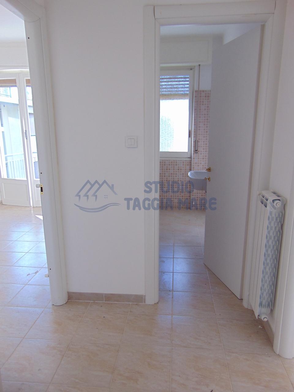 Bilocale Taggia Via Stazione 2