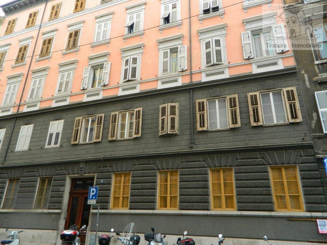 Appartamento in vendita a Trieste, 5 locali, prezzo € 125.000 | CambioCasa.it