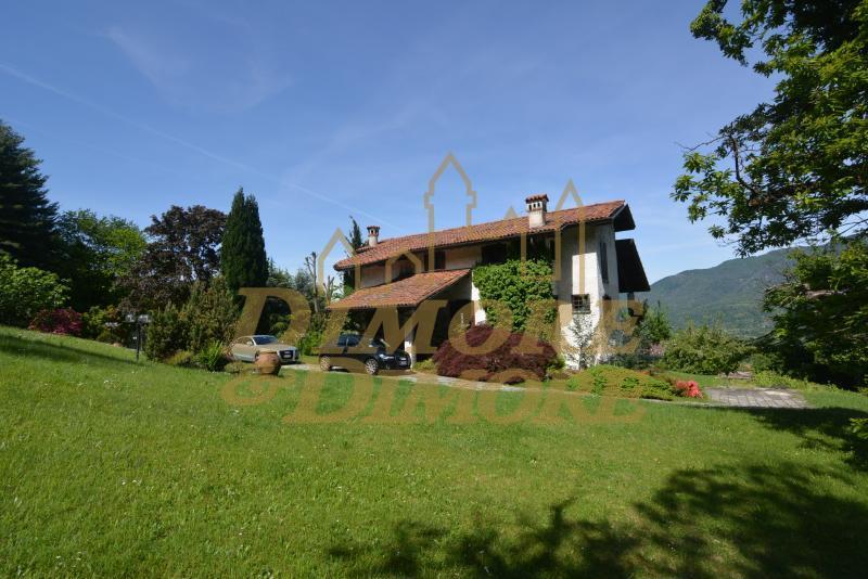 Villa in vendita a Orino, 5 locali, prezzo € 890.000   CambioCasa.it