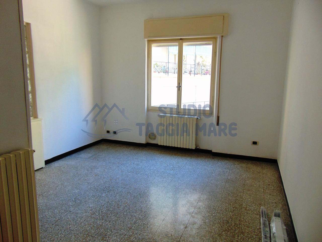 Appartamento in affitto a Taggia, 2 locali, prezzo € 400 | CambioCasa.it