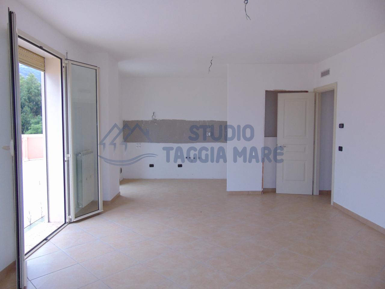 Attico / Mansarda in vendita a Taggia, 3 locali, Trattative riservate | Cambio Casa.it