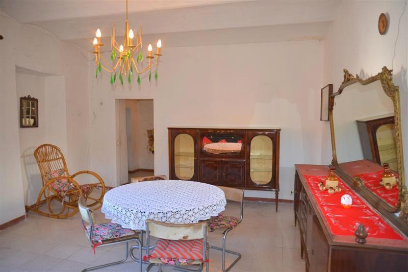Rustico / Casale in vendita a Roccavignale, 4 locali, prezzo € 39.000   CambioCasa.it