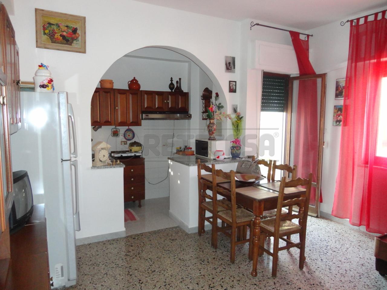 Appartamento in vendita a Catanzaro, 4 locali, prezzo € 70.000 | Cambio Casa.it