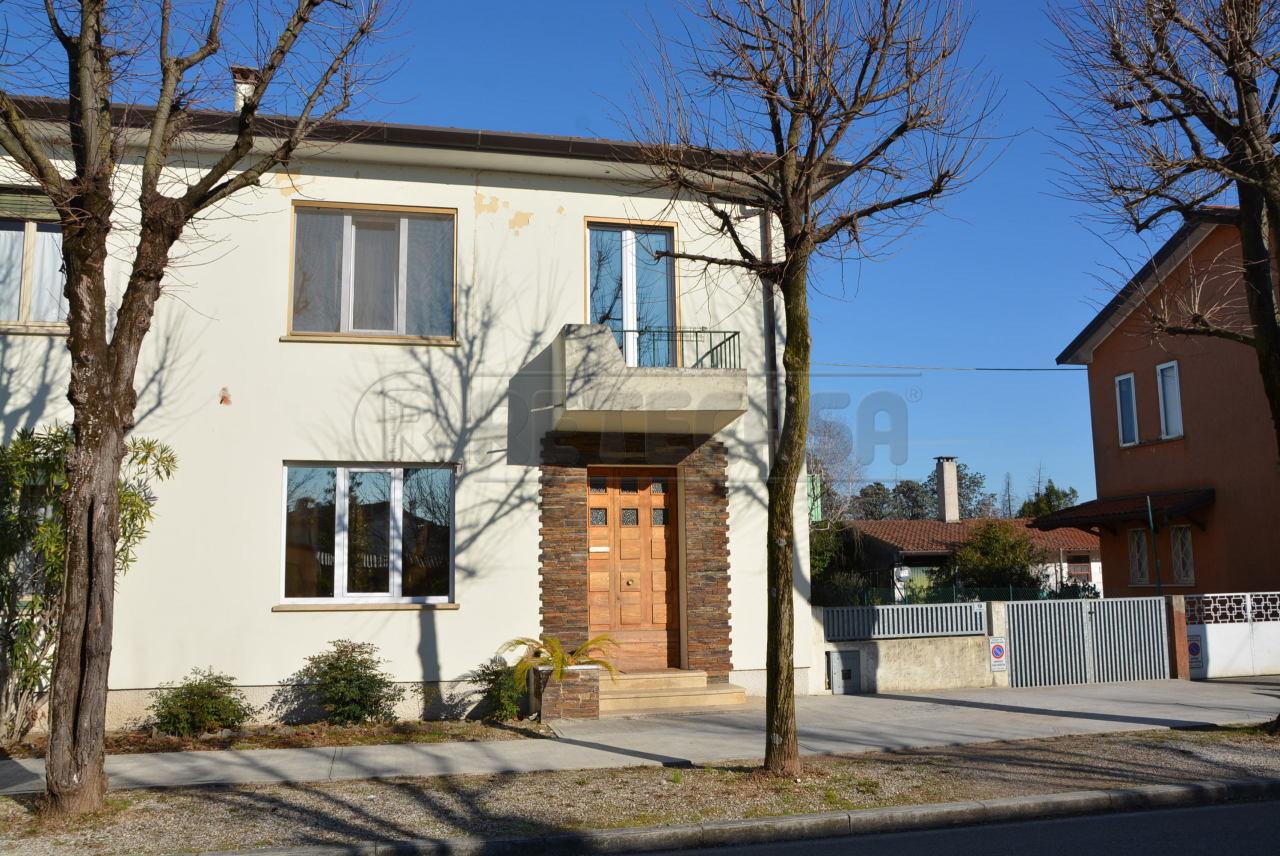 Soluzione Indipendente in vendita a Mortegliano, 8 locali, prezzo € 196.000 | Cambio Casa.it